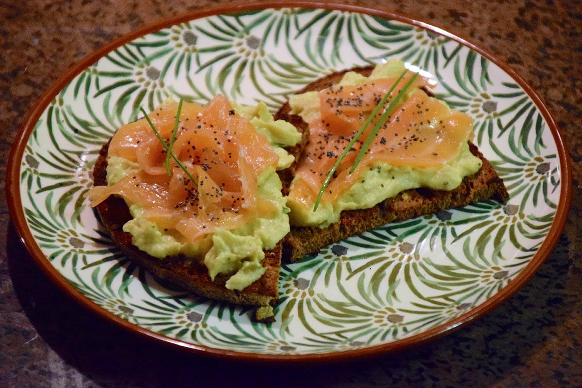 avocado toast ricetta